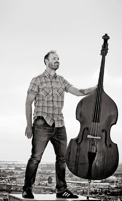 Niels Wilhelm Knudsen with contrabass urban skyline - press photo